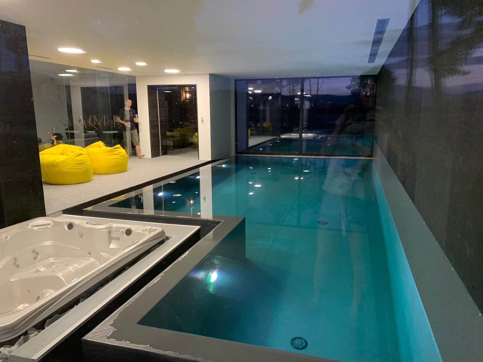 Casa moderna minimalista parter 332mp